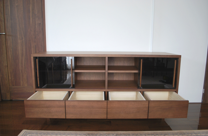 tvboard sideboard walnut glass