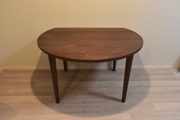walnut round diningtable