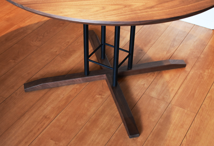 roundtable diningtable walnut
